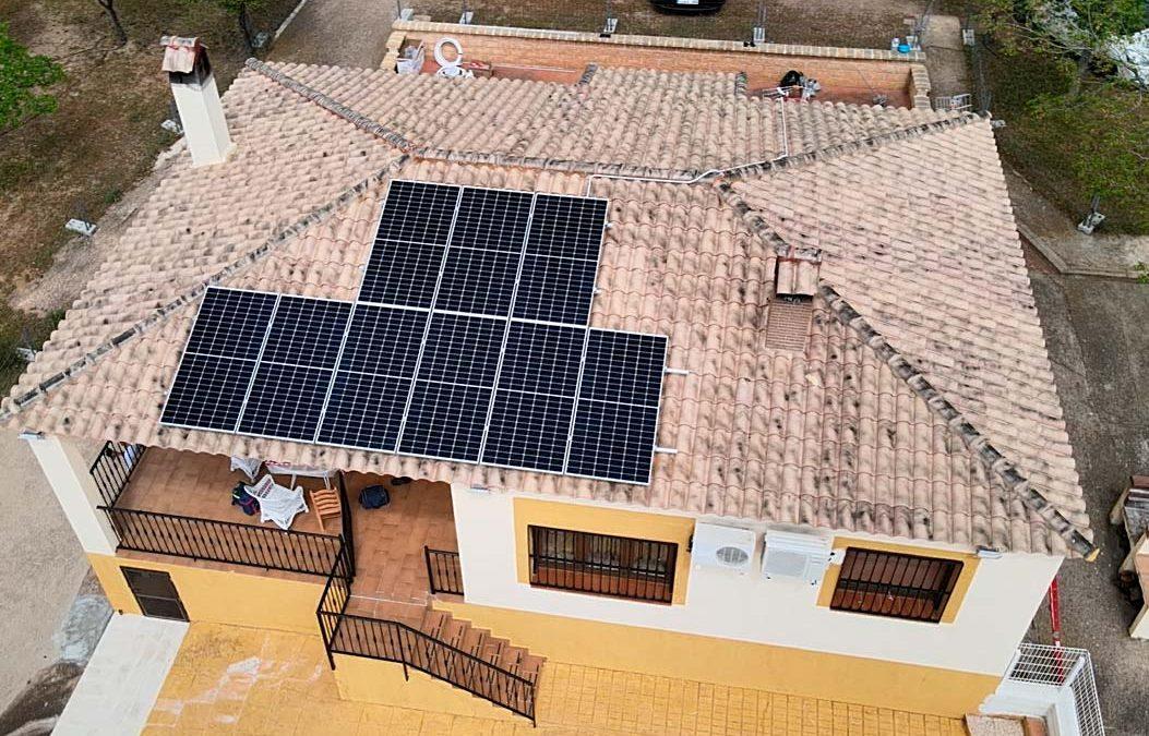 ¿Qué pasaría si llenáramos todos los tejados de Andalucía con placas solares?